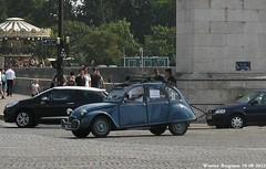Citroën 2CV (Wouter Bregman) Tags: auto old paris france classic car vintage french automobile citroën voiture 2cv frankrijk parijs eend geit ancienne 2pk citroën2cv française deuche deudeuche
