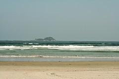IMG_9917 (Vinicius Ribeiro Fotografia) Tags: ocean brazil people guy praia beach brasil canon 350d rebel xt 50mm mar model sand pessoas areia férias garoto 55mm bikini 1855mm f56 ml litoral yashica guarujá oculos 18mm f35 f17 5017 f3556 vacatioion