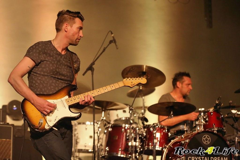 Tribute Rocknight        08-02-2014          U2 & Anouk (12)