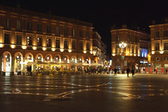Walking in Place du Capitole (Banana Muffin (Antonio)) Tags: street city light people signs france reflection lamp square nikon downtown walk sightseeing center zodiac toulouse tolosa placeducapitole d700