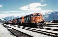 A Canadian National train working through Jasper, Canada, July 1987 (Richard Brothwell) Tags: canada mountains cn rockies jasper 1987 july canadian national alberta canadianrockies 5120 richardbrothwell