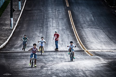 No limit.... (mauroheinrich) Tags: boys brasil kids speed nikon liberdade sem turma nikkor velocity nikondigital velocidade riograndedosul bicicletas brincadeiras aventura limite 28300 guris d610 nikonians piás ibirubá nikonprofessional infnacia 28300vr nikonword mauroheinrich