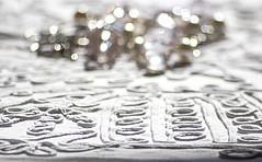 TRAME CONTORTE. (FRANCO600D) Tags: hmm macromondays macro tessuto ordito trama collana bianco rilievo tema contest canon eos600d sigma franco600d clothtextile