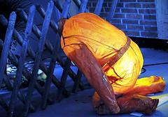 Orangen Mann - Orange Man (Bernd Kretzer) Tags: skulptur sculpture sommercollection quelle nikon afs dx nikkor 55–300mm 145–56g ed vr