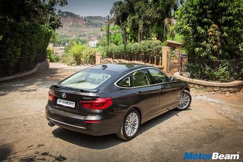 2017-BMW-GT-330i-01