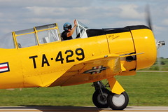 North American T-6 Texan (iamsam2407) Tags: world 2 museum ball james war texas jan smoke north flight jet american micro bond randy cornell mustang 300 trojan miss warbirds fairchild extra hind texan mil radial t6 p51 cavanaugh bede t28 yak52 pt19 mig17 cj6 bd5 mi24 collmer aerobactics phylers