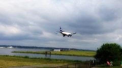Airplanes Landing at Washington's National Airport DCA (Matthew Straubmuller) Tags: plane airplane point washingtondc dc video airport landing dca app iphone gravelly gravellypoint iphone5 iphoneography lumify