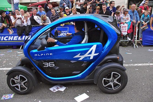 blue france car racing parade renault alpine endurance lemans motorracing drivers ze electriccar 24hours autosport wec driversparade enduranceracing 2013 lemans24hours 24heuresdemans worldendurancechampionship twizy