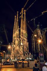 Sagrada Familia (Juanedc) Tags: barcelona street espaa night noche calle spain catalonia catalunya es sagradafamilia catalua
