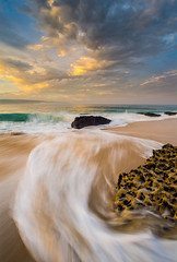 Portugal: Nazar's beach (Simone Angelucci) Tags: beach portugal waves spiaggia onde portogallo d600 nazar mygearandme mygearandmepremium