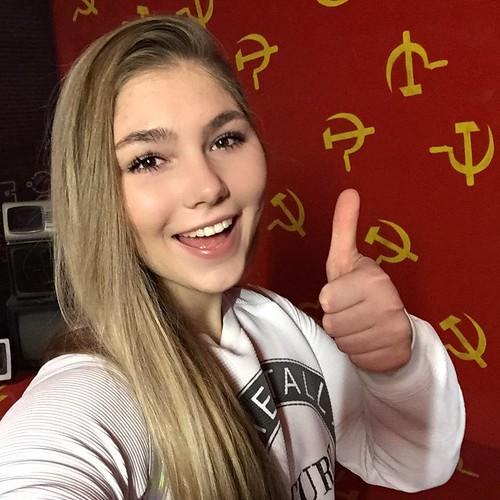 Mariana Naúmova, la rusa de 15 años plusmarquista mundial en powerlifting y militante de las Juventudes Comunistas de Rusia
