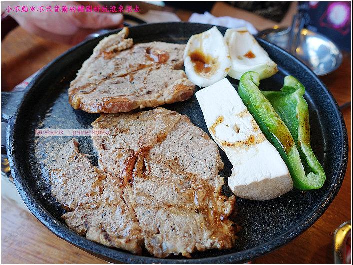 首爾雙雙帳棚馬車一公尺肉串 (20).JPG