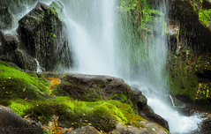 Droplets, drops and jets (Paco CT) Tags: cascada fervenzadeaugacaida agua cascade water waterfall pantón lugo spain esp outdoor nature river landscape pacoct 2017