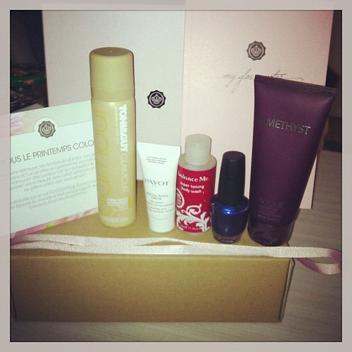 #glossybox #spring #may #boxaddict #beauty #makeup #makeupaddict #nailpolish #nailart #payot #toni&guy #happy #pinkbox  Glossy Box tests et avis sur la box
