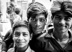 amici di kolkata (BiagioMunciguerra) Tags: friends india children eyes heart kolkata calcutta slum
