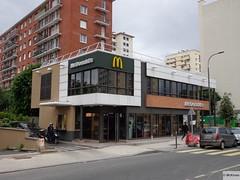 McDonald's Chtillon 87 Rue de Paris (France) (mckroes) Tags: paris france green de restaurant store mac europa europe order kroes fastfood  mcdonalds drivethru junkfood suburb easy frankrijk rue francia 87 macdonalds mcdo macdo sebastiaan 0518 chtillon mcdrive fastfoodjoint mcauto automac mckroes w630 easyorder