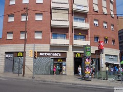 McDonald's l'Hospitalet de Llobregat Carreterra de Collblanc 22 (Spain) (mckroes) Tags: espaa green window up de restaurant 22 store spain mac espanha europa europe walk fastfood mcdonalds catalunya macdonalds spanje lhospitalet mcdo macdo llobregat fastfoodjoint collblanc 0223 mcexpress carreterra mckroes w630