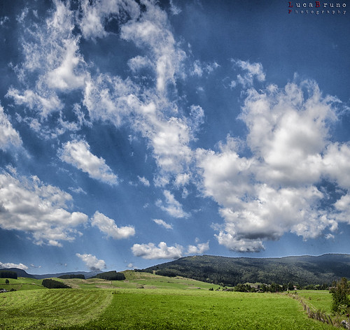 """Cielo a pecorelle • <a style=""""font-size:0.8em;"""" href=""""http://www.flickr.com/photos/49106436@N00/9717617247/"""" target=""""_blank"""">View on Flickr</a>"""