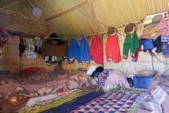 pueblo Islas de los Uros Lago Titicaca Peru 12 (Rafael Gomez - http://micamara.es) Tags: peru uros titicaca de lago casa los pueblo per habitat islas mantas flotantes viviendas artesanales poblado chozas totoras