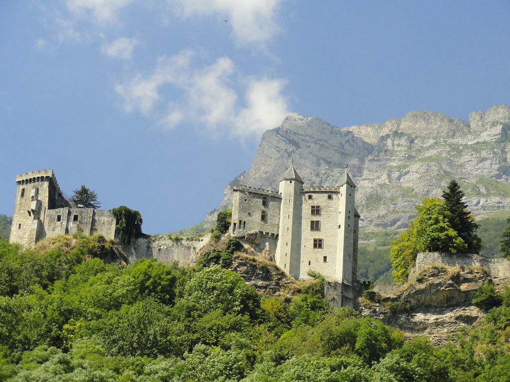Les forts et châteaux Pour vous, un paysage, c'est un voyage dans l'Histoire. Revivez la défense des frontières, du Moyen Age aux guerres modernes, en parcourant des forteresses avec vue imprenable.