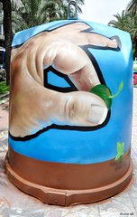 Decoración (guillegs) Tags: madrid street españa woman color love colors beautiful car work children graffiti blood spain eyes hands montana heart caps like colores spray granada ggs guillegs