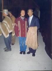 Con Manuel Sánchez, un eximio cultor de la Poesía Popular Chilena y guitarronero excepcional. Encuentro Nacional de la Paya. Casablanca, V Región, febrero de 2003.