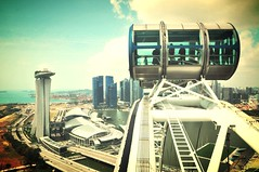 Singapore Flyer (fhmolina) Tags: building pool marina hotel bay high flyer singapore piscina sands alto gigante roda rodagigante