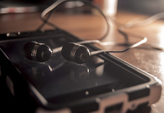 reflection mirror cell smartphone headphones washed cans... (Photo: bistro22380 on Flickr)