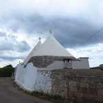 "Trulli <a style=""margin-left:10px; font-size:0.8em;"" href=""http://www.flickr.com/photos/14315427@N00/19323853676/"" target=""_blank"">@flickr</a>"