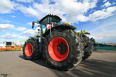 The King! CLAAS XERION 5000 TRAC | AGRALL SHOW 2017 (martin_king.photo) Tags: claasxerion5000trac claasxerion5000 claasxerion xerion agrall agrallcz agrallshow agrallshow2017 dealersopenday openday show lights machinery claasfamily claas huge machine alleverything servistschechischerepublikpowerfullmartinkingphotoagriculturemachinesbigstrongmodern agricultureagriculturalyellowgreengreat daygreatczech republicbeastbeast machinelukaskralphotolukaskralphotoczdynastyphotographyskycloudswide angle lens wide