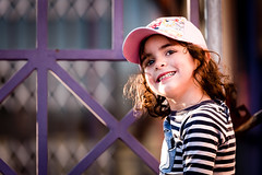 9C3B8283-Editar (Igor Ferreira Photography) Tags: vermelho girl model outdoor light warmlight cap portrait portugal child family happy happiness love smile smiling confident confidence individuality simplicity beauty casualclothing tshirt headandshoulders frontview lookingatcamera hair brown eyes