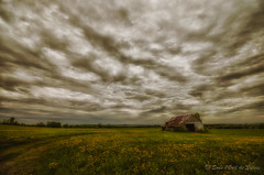 Laisser au Temps le Temps de faire son Temps (Sous l'Oeil de Sylvie) Tags: sky clouds barn rural spring raw pentax champs ciel nuages campagne printemps grange lightroom grandangle 2013 k30 colorefex ruralit sigma1020m sousloeildesylvie