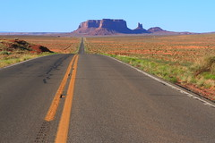 Monument Valley on the road (ToniZancle) Tags: usa america canon flickr explore 7d monumentvalley deserto 2470 2470f28 19jun 2470lf28 canoniani tonizancle