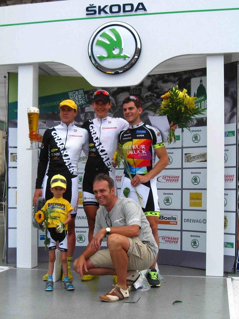Ehrung 100 km Männer - (vl) Sandro Kühmel (3.), Christian Müller (1.), Friedrich Schweizer (2.), vorn rechts Olaf Ludwig
