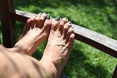 Dragon (IPMT) Tags: england hot sexy verde green feet fetish dark foot perfect toes dragon painted polish barefoot barefeet pedicure toenails shimmer toenail pedi descalza a