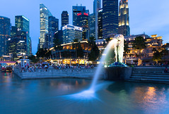 Famous Merlion statue (lunarlynx) Tags: city longexposure travel blue travelling tourism water fountain beautiful skyline night canon dark landscape asian lights bay singapore cityscape waterfront darkness skyscrapers symbol dusk professional explore national citylights destination 5d cbd lighttrails bluehour exploration merlion singapura touristic discover cityview deepblue waterscape bayfront marinabay  southwestasia    5dmarkii