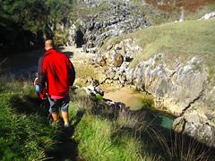 reaching cobijeru (katie g*) Tags: trip viaje mountains ruta spain weekend asturias hike adventure cs aventura findesemana picosdeeuropa couchsurfing españa montaña