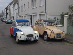 Duo Citroen 2 CV6 Special de 1983 3457 RS 37 & 2 CV Cocorico de 1986 - 23 novembre 2013 3 (Padicha) Tags: auto new old bridge november france water grass car station electric night truck river french coach ancient automobile eau indre police voiture ruine cher rest former 37 nouveau et loire nuit quai franais nouvelle vieux herbe vieille ancienne ancien fleuve nationale vehicule lectrique reste gendarmerie gazon indreetloire franaise pave nouveaut vhicule utilitaire restes vgtalise letramdetours padicha