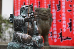 (eyawlk60) Tags: favorite japan canon eos kyoto shrine  5d nippon ebisu komainu      yasakajinja shichifukujin