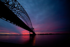 Sun Sets Over the Mississippi (Thomas Hawk) Tags: bridge sunset usa river unitedstates fav50 memphis tennessee unitedstatesofamerica mississippiriver arkansas newbridge hernandodesotobridge fav10 fav25