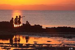 Coucher de soleil à Madagascar (mars-chri) Tags: les la grande ile enfants madagascar aux natte fabuleuse désignent