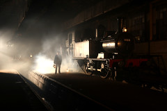 Footplate crew getting ready for the off (Andrew Edkins) Tags: greatwestern gwr didcotrailwaycentre canon 14xxclass 1466 5051 drysllwyncastle castleclass railwayphotography uksteam oxfordshire people winter night lamps geotagged preserved footplatecrew