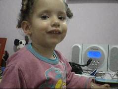 Child singing! (Samila Carvalho) Tags: marina nina criança kid cantar tosing fofa voz voice menina girl toca coração heart