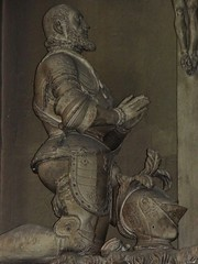 1572-1573 - 'Markgraf Philibert von Baden (+1569) and Mechthild von Bayern (+1565)' (Johann von Trarbach), Stiftskirche, Baden-Baden, Baden-Württemberg, Germany (RO EL (Roel Renmans)) Tags: 1565 1569 church effigy priant wandgrabmal stiftskirche württemberg badenbaden grafmonument sepulcro funéraire renaissance johann trarbach armure armour armor harnisch harnas cross christ kneeling praying monument grabmal 1572 1573 markgraf philibert margrave filibert bade baden von de mechthild bayern mathilde bavière