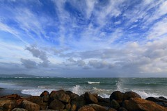 Trade winds (315Edith) Tags: sky clouds easterlies restlesssea strongwinds lenstest