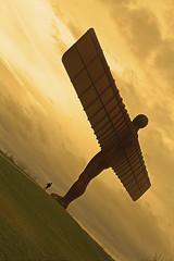 Imparando a Volare / Learning to Fly (Gateshead, Tyneside, United Kingdom) (AndreaPucci) Tags: gateshead theangelofthenorth antonygormley uk england steel sculpture angel andreapucci canoneos60