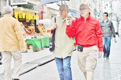 2013-06-22 -  Rue des Petits Carreaux (P.K. - Paris) Tags: street people paris june umbrella juin candid sidewalk 2013 photosderue gensdanslarue