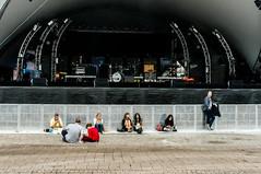 waiting (hnrk hlndr) Tags: show street summer people music festival 50mm nikon waiting sitting candid sigma hidden streetphoto malm sigma50mm d600 streetphotograpy malmfestivalen gustavadolfstorg nikond600