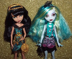 Black Carpet Cleo and Lagoona 2 (Veni Vidi Dolli) Tags: dolls mattel blackcarpet lagoonablue monsterhigh cleodenile frightscameraaction