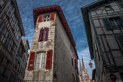 Bayonne. (Jérôme Cousin) Tags: city house building nikon flat 64 28 tamron maison euskadi ville bayonne biarritz pyrenees immeuble bab euskal herria atlantiques 2470 anglet herri d700